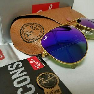 Rayban Aviatior sunglasses.